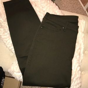 Style & Co olive green jeggings, size 16